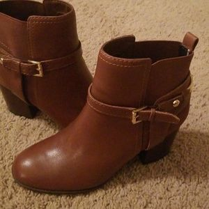TOMMY HILFIGER  ANKLE BOOTS..